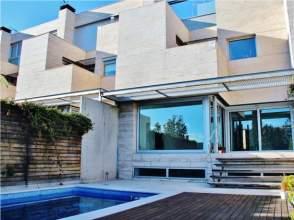 Casa adosada en alquiler en Montecarmelo-Mirasierra