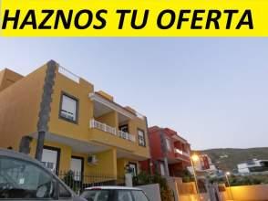 Casa pareada en venta en calle Moya Molino