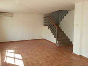Casa adosada en alquiler en Velada