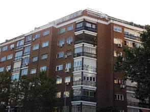 Piso en venta en calle de Sánchez Barcáiztegui, nº 40