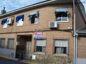 Casa adosada en venta en calle Guadalajara, nº 15