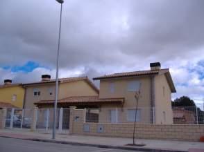 Chalet pareado en venta en Avenida Almendora