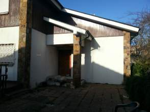 Casa unifamiliar en venta en calle Trasgu