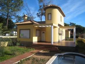 Chalet unifamiliar en alquiler en calle Avda. de Las Palmeritas, nº 3, La Redondela (Isla Cristina) por 980 € /mes