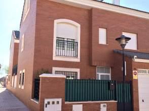 Chalet adosado en alquiler en calle Federico Chueca, nº 25