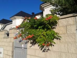 Chalet pareado en venta en calle Urb. Albahonda 1, nº 25