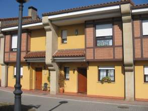 Casa adosada en venta en calle Juncara