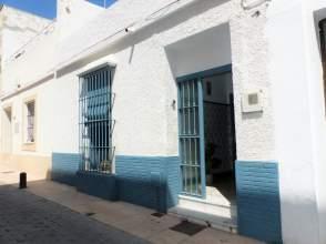 House in calle del Doctor Tolosa Latour, near Calle del Castillo