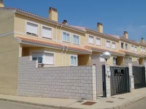 Casa pareada en calle Geranios