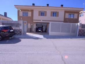 Casa adosada en calle Alameda, nº 54