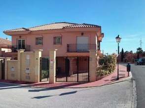 Casa adosada en calle Esmeralda