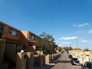 Casa adossada a calle de La Camelia