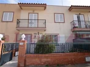 Casa adosada en calle Lisa, nº 23