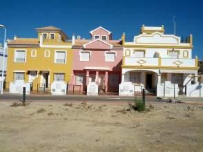 Casa adosada en calle Lira