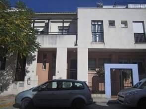 Casa adosada en calle Avenzoar