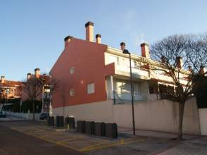 Casa adosada en calle Jardin