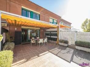 Casa adosada en calle Miriam Blasco