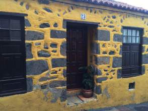 Casa adosada en calle Las Arenas, nº 23