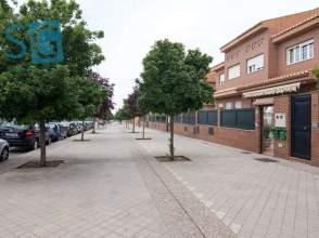 Casa adosada en calle Carmen de Burgos