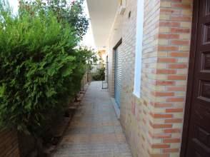 Casa adosada en calle Castaño