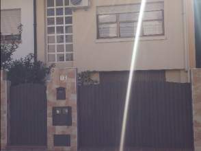 Casa adosada en calle José Canalejas, nº 13