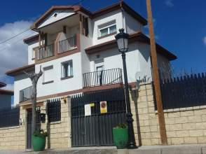 Chalet pareado en calle Mirasierra, nº 8