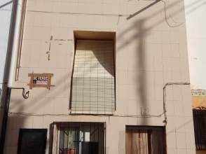 Casa pareada en calle Leonardo Aparicio, nº 2