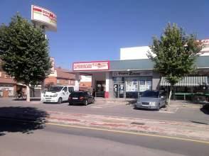 Local comercial en calle Almendros