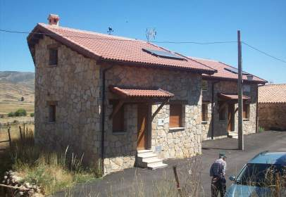 Casa adosada en calle Abajo, 19