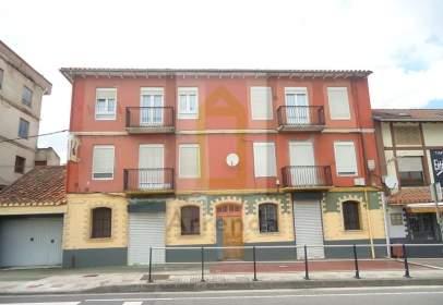 Flat in calle de Sáinz y Trevilla, near Calle de los Mozos