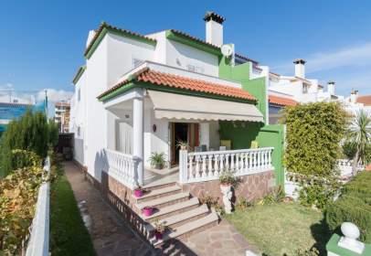 Casa adosada en calle Almirall Cervera, nº 107