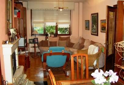 Casa adossada a Urbanización Aralar