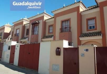 Casa adosada en Zona Plazas El Arenal-La Pólvora