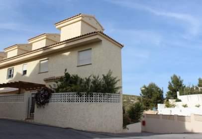 Casa adossada a calle Ponent