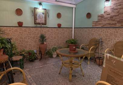Casa adosada en calle de Santo Domingo, cerca de Calle Real