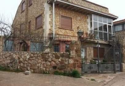 Chalet in calle San Adria del Besos, nº 5