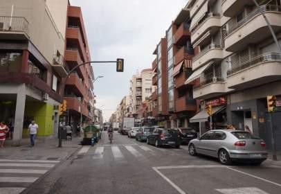 Local comercial a Avinguda de la Constitució, prop de Carrer del Doctor Trueta