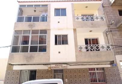 Flat in calle Izaña, 9