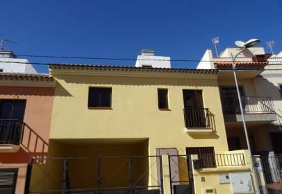 Casa adosada en calle Marruecos
