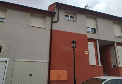 Casa adossada a calle de Santa Águeda