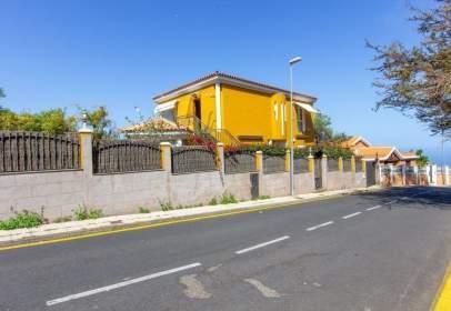 Chalet in calle del Jardín, 18