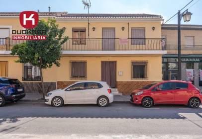 Casa adossada a calle de López de los Ríos