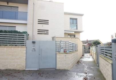 Casa adossada a calle calle Guara