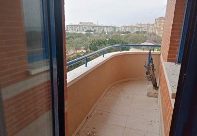 Piso en Carretera de Cádiz - Parque Ayala - Jardín de La Abadía - Huelín