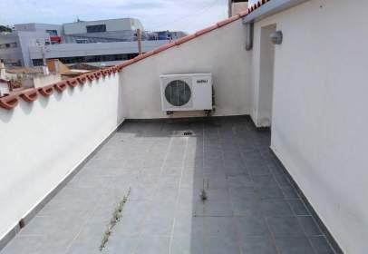 Duplex in Avinguda del President Lluís Companys, near Carrer de Conrad Palli Batet