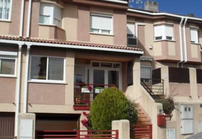 Casa adosada en calle del Puerto de Somosierra, cerca de Calle de los Tintes
