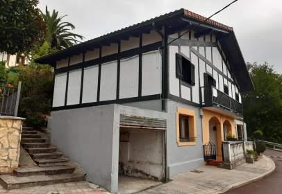 Casa pareada en Barrio de Olabarrieta, cerca de Calle de Estanislao Gallastegi Maisua