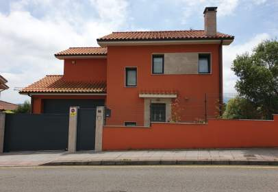 Chalet in calle Somaly Man