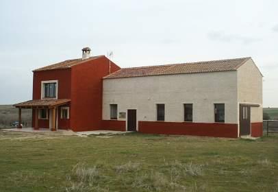 Casa rústica en Torrecaballeros, Zona de - Brieva