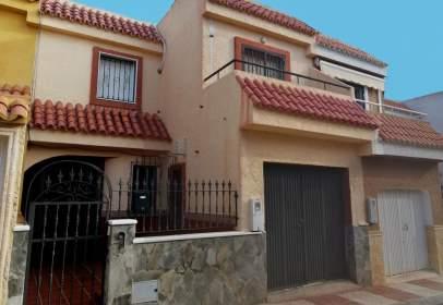 Casa adossada a Campillo